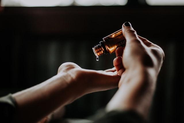 Jak wykonac prawidlowo olejowanie wlosow